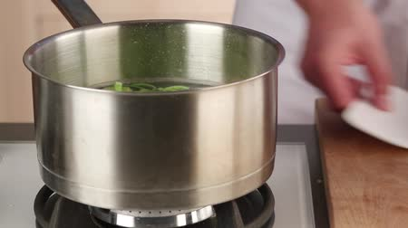 blanching : Leek being blanched Stock Footage