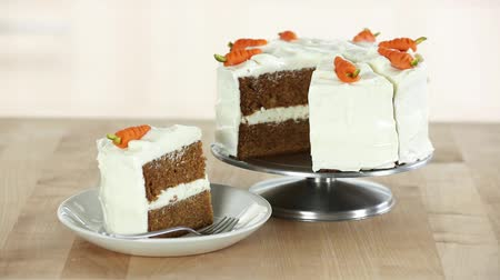 creams : A carrot cake with cream cheese frosting (USA)