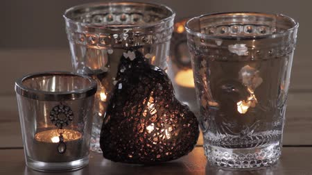 szív alakú : Tea lights and a decorative heart Stock mozgókép