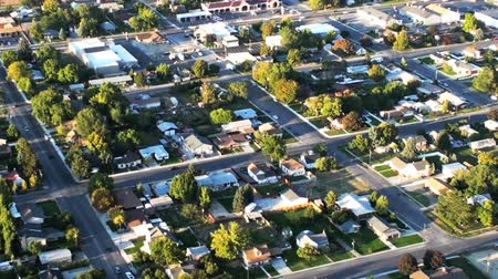 пригород : Aerial shot of neighborhood in Utah. Streets, homes and yards are visible. Filmed during the day.