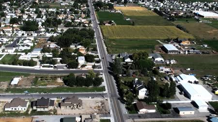 trawnik : Aerial view of Provo city and moutains. Neighborhoods and streets are visible. Filmed during the day in Provo, Utah. Wideo