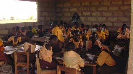 yoksulluk : Wide shot of students in classroom