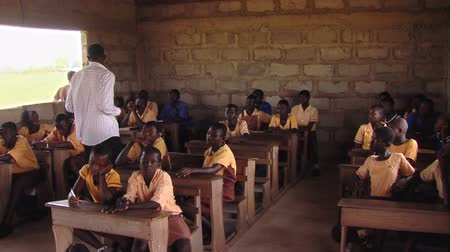 africký : Wide shot of classroom with students and teacher
