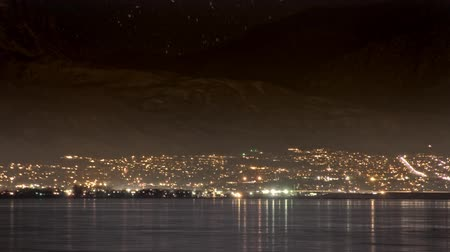 sůl : TImelapse shot of cityscape in Utah over water. Filmed all night long.