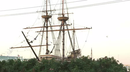 hacı : Wide shot of the Mayflower
