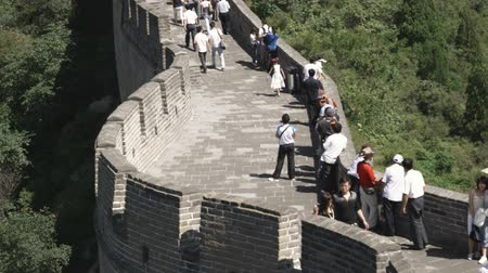 запрещенный : A panning shot of the Great Wall of China in the Badaling section.