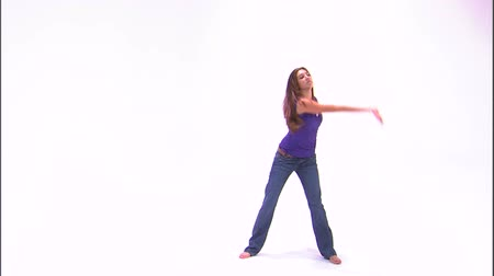 tancerze : Shot of a girl dancing in a purple shirt and jeans