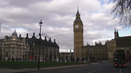 big ben : Far shot pan of Big Ben and Parliament Stock Footage