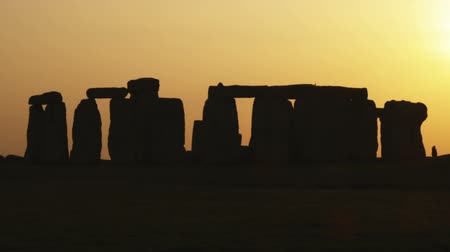 defin : Wide shot of Stonehenge at sunset