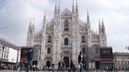 milan : Wide shot of Milan and crowd
