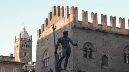 triton : Medium shot of statue on plaza at Bologna Stock Footage
