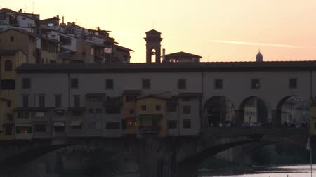 florencja : Pan of buildings silhouette as sun sets