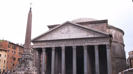 pro government : A shot of the Pantheon in Rome Italy.