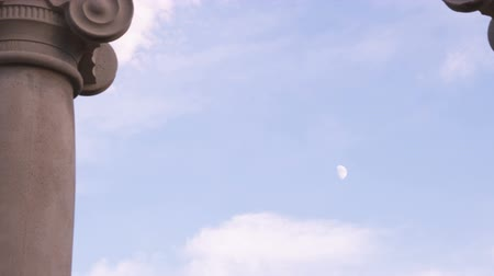 eixo : Small day moon between two ionic pillars. Stock Footage