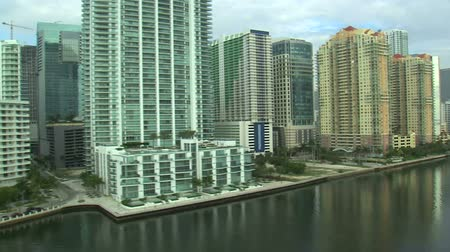 Майами : An aerial shot of hotels and apartment buildings in Miami.