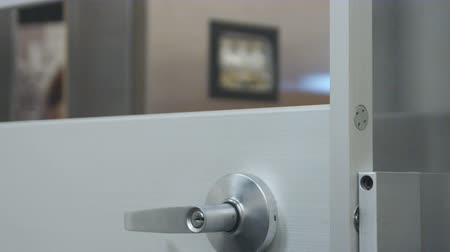 calçadão : Close up shot of door shutting with rack focus from safe in background