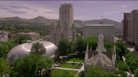 serpenyő : Wide pan of the Church of Jesus Christ of Latter-Day Saints Temple Square next to a construction site in downtown Salt Lake City, UT Stock mozgókép