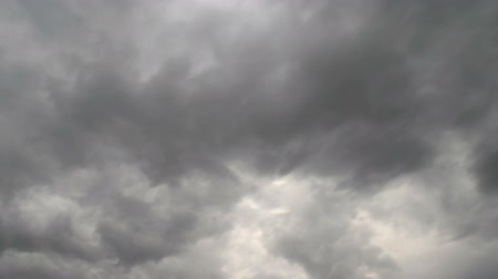 kolumna : Time-lapse of a cloud-covered sky. Wideo