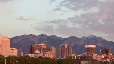 város : Time lapse of the Salt Lake City skyline as the sun sets