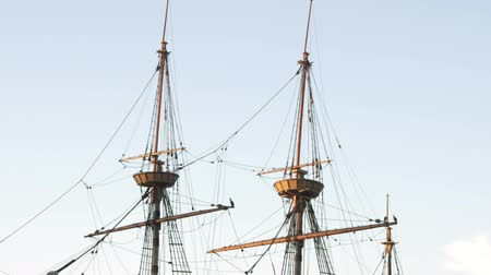 hacı : Medium Wide shot of the masts of the Mayflower