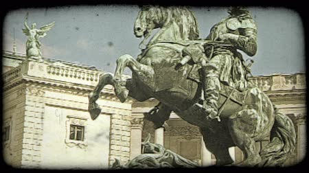 europa : Shot of a statue showing a man riding a horse in Vienna. Vintage stylized video clip.