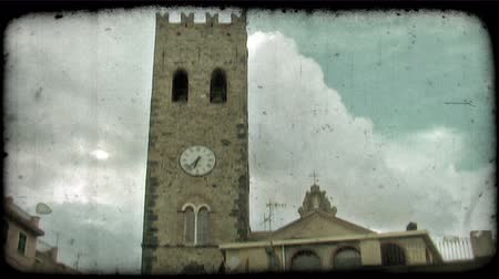 стены : A shot of an Italian clock tower. Vintage stylized video clip.