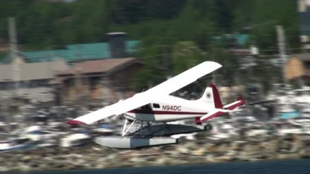 navigasyon : Shot following a floatplane taking off, banking, and flying away on June 5, 2009 in Ketchikan, Alaska. Stok Video