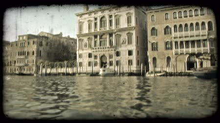 определение : Pan of scenery from a boat down an Italian River. Vintage stylized video clip.