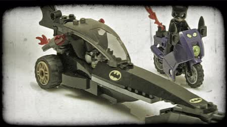 rytíř : Lego Batman pulls up alongside Lego catwoman in his bat mobile and cuts off further escape. Vintage stylized video clip.