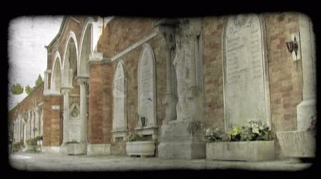 dolgok : A pan right of a building in an Italian cemetery. Vintage stylized video clip. Stock mozgókép