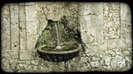 стены : Shot of a small fountain in Italy. Vintage stylized video clip. Стоковые видеозаписи