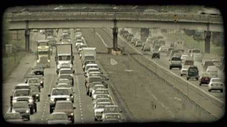 tahıllar : Time lapse of congested traffic along city highways, opposite directions running parallel to each other with highway overpass above both highways. Vintage stylized video clip.