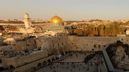 купол : Dome of the Rock time-lapse from the Jewish Quarter at sunset. Cropped. Стоковые видеозаписи