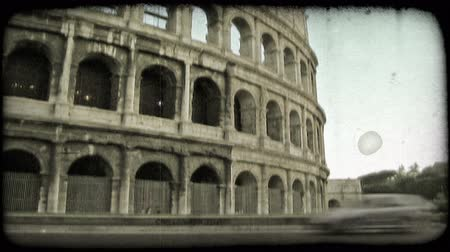 dolgok : Time Lapse shot of a plaza in Italy. Vintage stylized video clip.