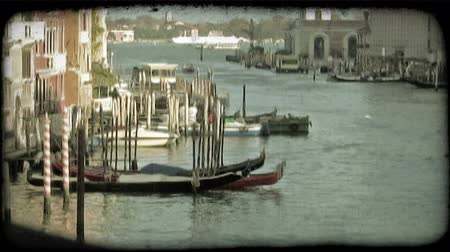 tahıllar : A pan right of a Venice canal. Vintage stylized video clip.