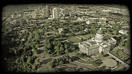 város : Aerial shot over Utah Capitol building with city buildings and Salt Lake valley in distance. Vintage stylized video clip.