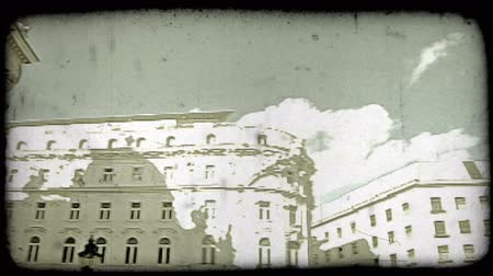 сбор винограда : Pan right and tilt down shot of a Vienna circle plaza. Vintage stylized video clip.
