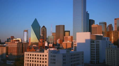 teksas : East-facing footage of the downtown skyline of Dallas during sunset. The sunset isnt visible. Filmed in Dallas, Texas.