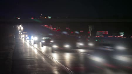 metropolitano : Stationary shot of the freeway in Nebraska showing cars driving under an overpass at night. Stock Footage