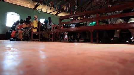 ławka : Low-angle footage an African congregation sitting at church services. Filmed in Kenya, Africa.