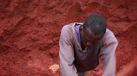 talaj : Close up of a Kenyan man digging in a deep pit. Filmed in Kenya, Africa. Stock mozgókép