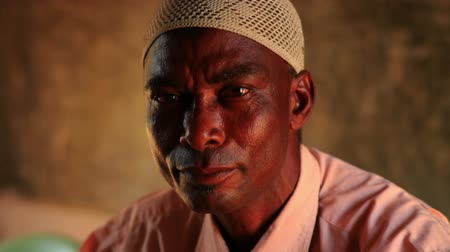 mesquita : Close up of a Muslim man in an African village, 2 hours north of Mombassa in Kenya.