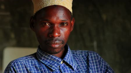 Кения : Close up of a Muslim man in an African village, 2 hours north of Mombassa in Kenya.