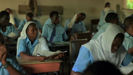 concentrando : Students taking a test in class in a school in a village in Kenya two hours north of the Africa city Mombassa.