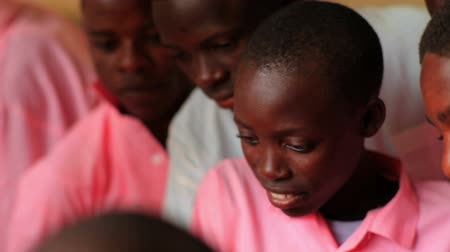 horas : Students in class in a school in a village in Kenya two hours north of the Africa city Mombassa. Stock Footage