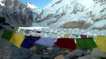 montar : This is a shot of Mount Everest with Buddhist prayer flags.
