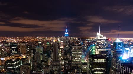 empire state building : New York, paysage urbain time-lapse du bâtiment Rockefeller. Tourné à New York City, USA. Tondu.