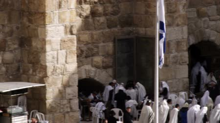 jeruzalém : Wide panning shot of male Jews praying at the Western Wall Wailing Wall at a portion of what is left of Solomons Temple in Jerusalem, Israel. Shot with the Red One digital camera at 4k 4096 x 2304 resolution. 02262011