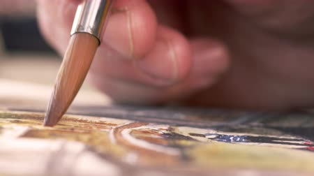 malarstwo : Close up shot of artist painting in details of a watercolor painting. Shot in Venice,Italy