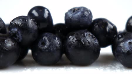 антиоксидант : Close up slow pan across blueberries.